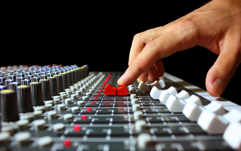 Запись вокала, оцифровка аудио и видеокассет